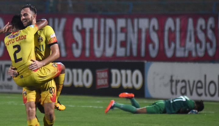Foto Berita Madura United, Sudah Kalah Tertimpa Sanksi