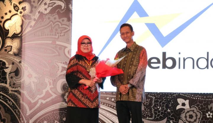 Foto Berita Emilia Suhaimi Terpukau dengan Perajin dan Desainer Kreatif Indonesia