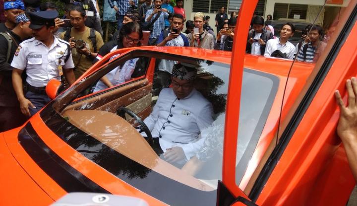 Foto Berita Emil Harap Pemerintah Berani Kembangkan Program Mobil Listrik