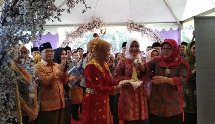 Foto Berita Dirut smesco INDONESIA Kunjungi Bengkulu Expo 2017