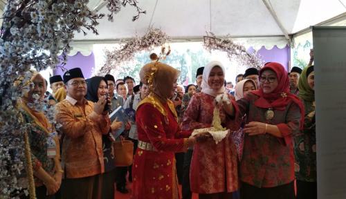 Foto Dirut smesco INDONESIA Kunjungi Bengkulu Expo 2017
