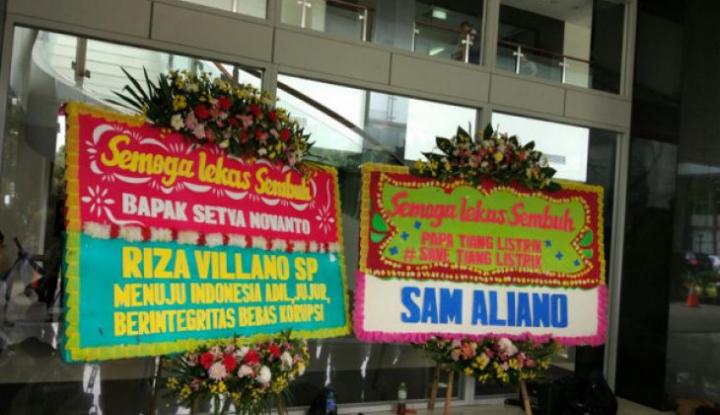 Foto Berita Papa Novanto Dapat Kiriman Karangan Bunga #SaveTiangListrik