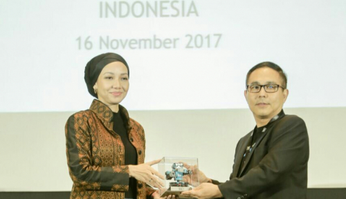 Foto Kioson Sabet Penghargaan The Most Distruptive Startup of The Year