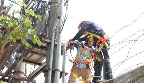 Foto Gardu Listrik Rusak, PLN Terpaksa Lakukan Pemadaman Listrik