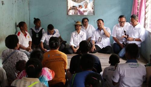 Foto Menteri Rini Dorong Peserta PNM Mekaar Jayapura Gemar Menabung