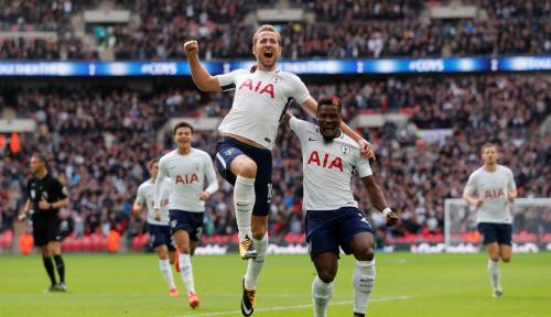 Foto Akhiri Masa Paceklik, Kane Sarangkan Gol Kemenangan Hotspur