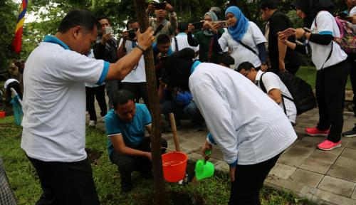 Foto Peduli Lingkungan, PLN Jatim Hibahkan 5.250 Bibit Pohon