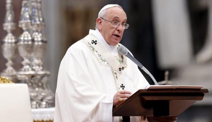 Foto Berita Unik, Paus Fransiskus Nikahkan Pasangan di Atas Pesawat