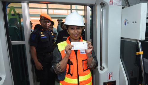 Foto Menteri Rini Lakukan Uji Coba Perdana Operasi KA BSH