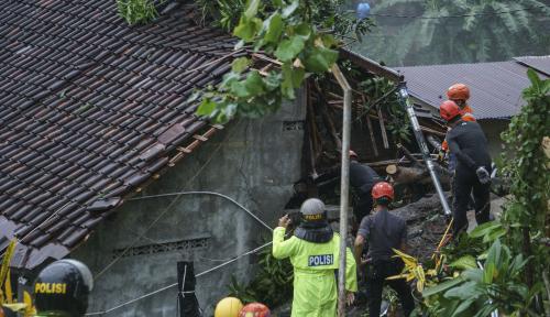 Foto Masa Tanggap Bencana Longsor Sukabumi Dicabut