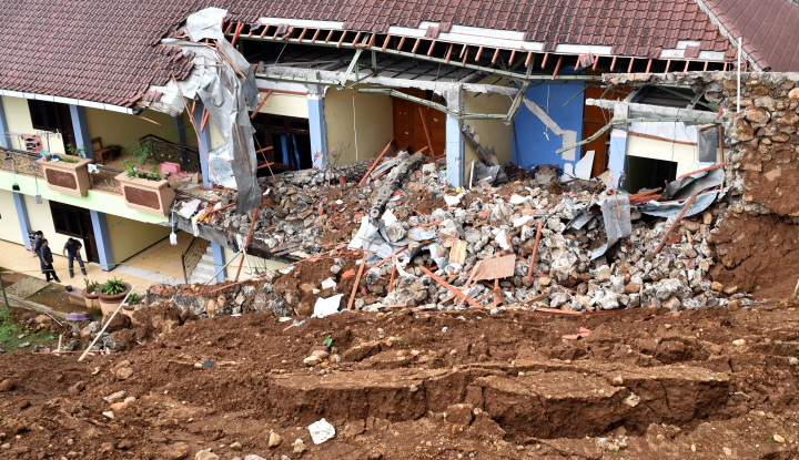 Foto Berita Tanah Longsor Sering Melanda Pulau Jawa Selama Bulan Maret