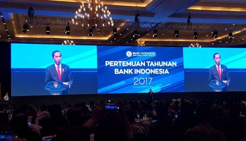 Foto Jokowi: Saya Sudah Baca Surat 'Resign' Bu Khofifah, Tapi...