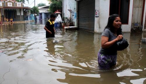 Foto Tower Bersama Beri Bantuan ke Korban Banjir Pacitan