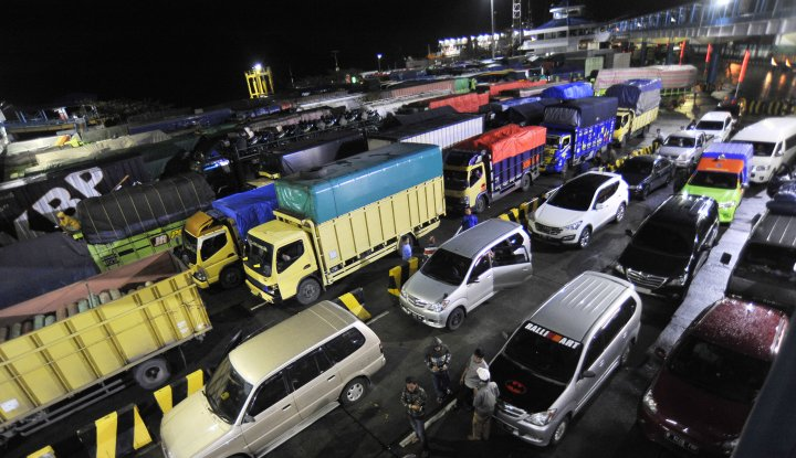 Foto Berita H-6 Lebaran Truk Dilarang Masuk Pelabuhan Merak