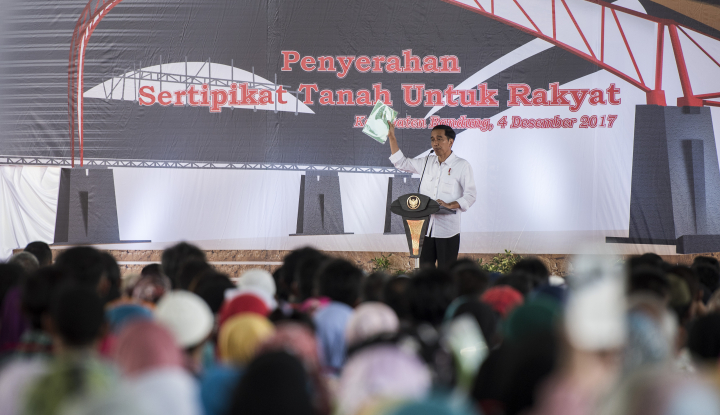 Foto Berita Kini Giliran 10.000 Warga Kabupaten Bandung Terima Sertifikat dari Jokowi