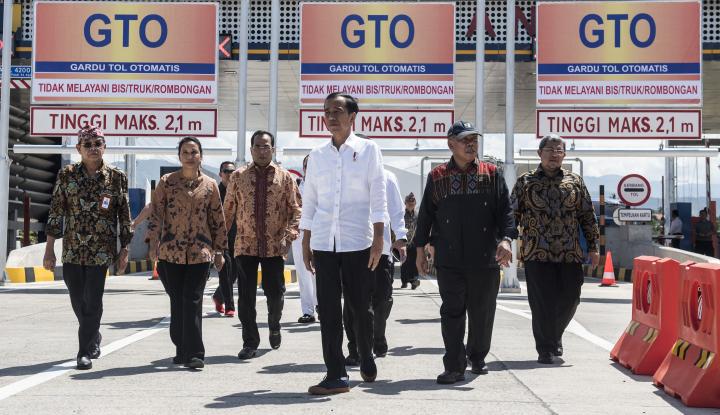 Foto Berita Jokowi Resmikan JTTS Seksi 1 Segmen Pelabuhan