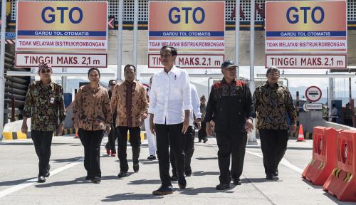 Foto Jokowi Resmikan JTTS Seksi 1 Segmen Pelabuhan