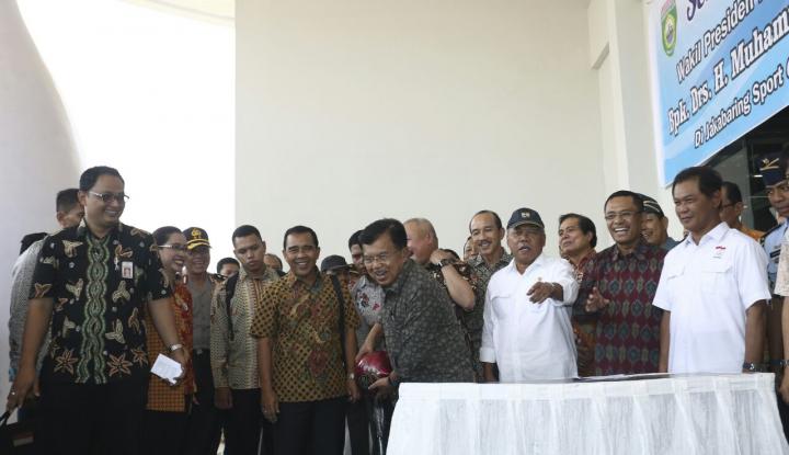 Foto Berita Tinjau Venue Jakabaring Palembang, JK Ucapkan Syukur