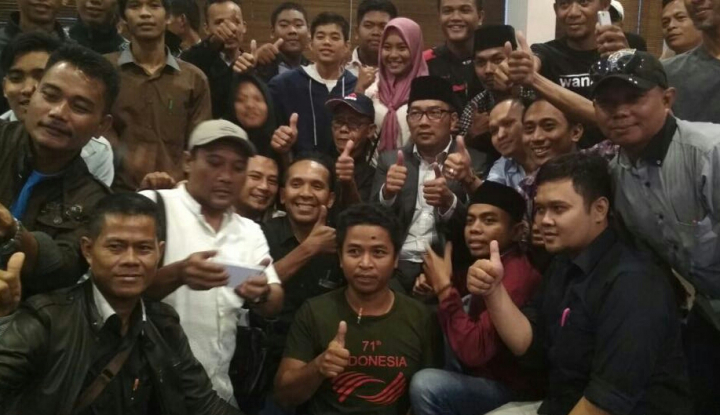Foto Berita 6000 Relawan Siap Menangkan Emil-UU