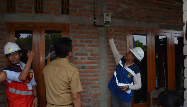 pln jatim rampungkan program bedah rumah warga miskin