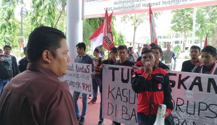 Foto Berita Di Hadapan Rektor, Mahasiswa IPB Pertanyakan Transparansi Larinya Uang UKT