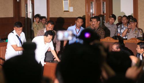 Foto Lelucon Sakit Novanto yang Tidak Lucu