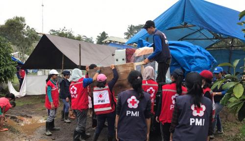 Foto Uni Eropa Berikan Bantuan Kepada Pengungsi Gunung Agung
