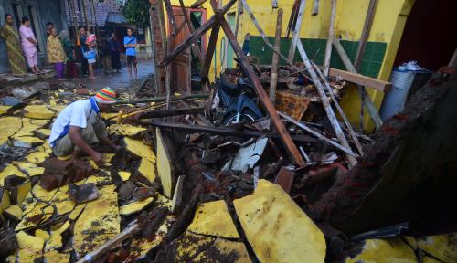 Foto Menteri PUPR Janji Beri Rumah Korban Gempa Banjarnegara