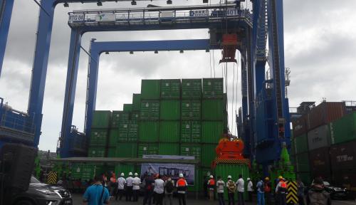 Foto Percepat Bongkar Muat, Pelindo IV Jayapura Datangkan Dua RTG Crane