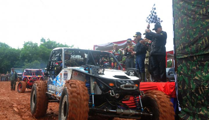 Foto Berita Menhan, Pangdam, Kapolda & Alex Noerdin Jajal Arena off Road