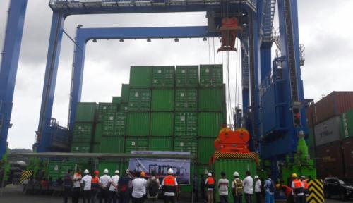 Foto Volume Barang Bongkar Dimuat di Pelabuhan Jayapura Naik 147,89 Persen