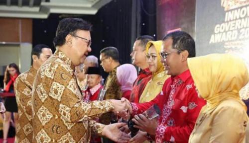 Foto Makassar Raih Innovative Government Award 2017 dari Mendagri
