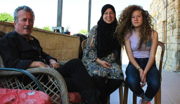Foto Berita Warga Palestina Sambut Kembalinya Ahed Tamimi