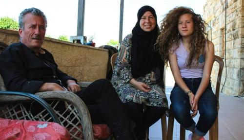Foto Warga Palestina Sambut Kembalinya Ahed Tamimi