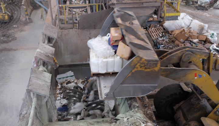 Foto Berita Holcim Pastikan Pemusnahan Barang Ilegal Aman dan Ramah Lingkungan