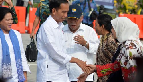 Foto Kunker ke Jayapura, Jokowi Pesan Papeda