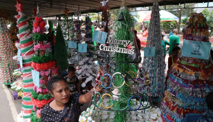 Foto Berita H-1 Natal, Warga Jayapura Masih Padati Pusat Perbelanjaan