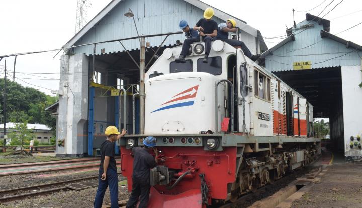 Foto Berita Rel KA Tergenang Banjir, Jalur Pantura Belum Bisa Dilewati