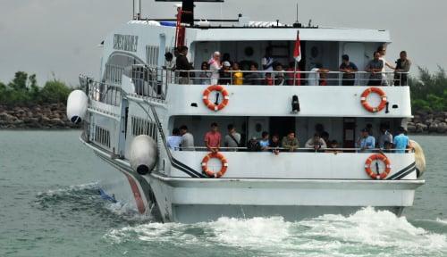 Foto Warga Kotabaru Gak Berani Mudik Pakai Kapal Imbas Gelombang Tinggi