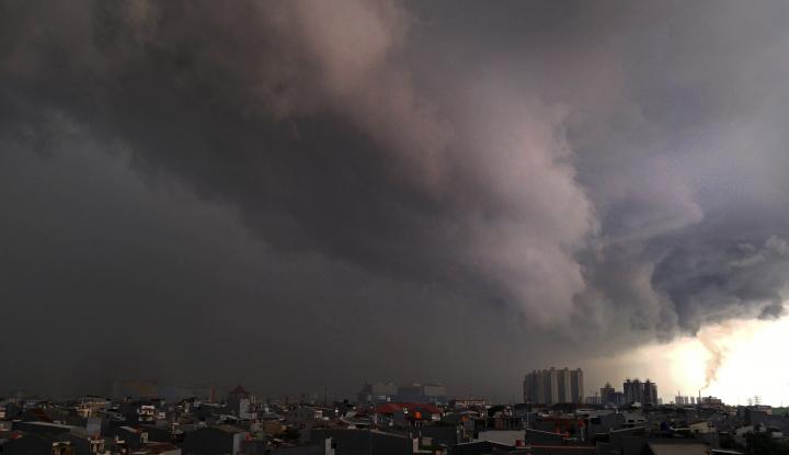 Foto Berita Waspada, Jakarta Hujan Lagi Siang Ini