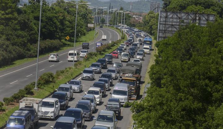 Foto Berita Hari Pertama Aturan Ganjil-Genap di Jalan Tol, Sukses?