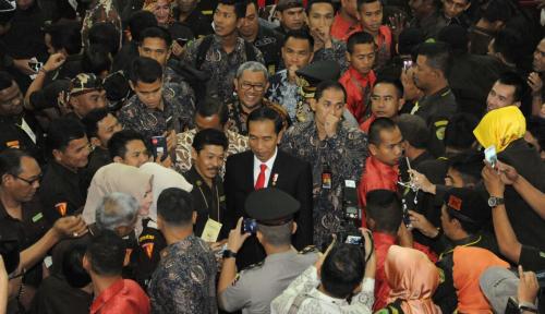 Foto Jokowi Optimis BIJB Beroperasi pada 2018