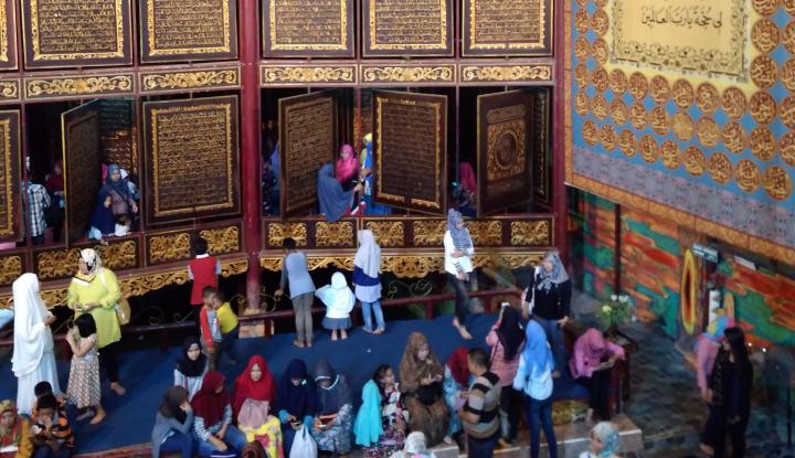 Foto Berita Ribuan Masyarakat Padati 3 Objek Wisata di Palembang