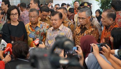 Foto Rupiah Limbung, OJK Pastikan Perbankan Aman