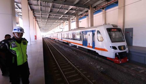 Foto Kereta Bandara Mudahkan Transportasi Masyarakat Umum