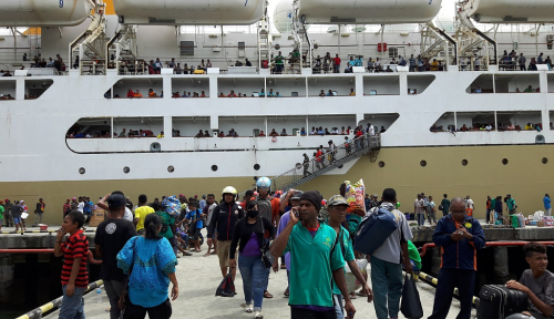 Foto 8.575 Orang Berangkat dari Pelabuhan Tenau Kupang
