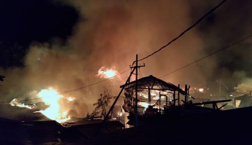 Foto 3 Orang Tewas dalam Kebakaran Besar di Balikpapan