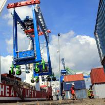 Melihat Defisit Neraca Perdagangan RI Lebih Jauh