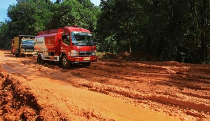 Foto Berita Jalan Rusak, Perusahaan Sawit Dikerahkan untuk Bantu Perbaiki