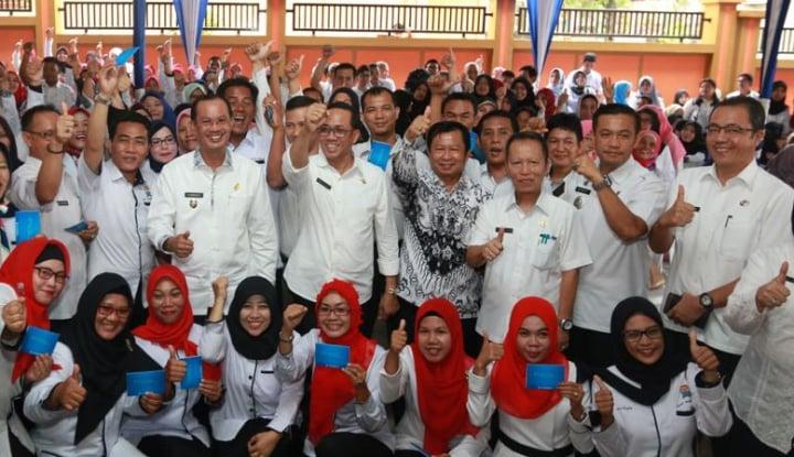 Foto Berita 1.200 Guru Honorer Terima Insentif dari Wali kota Palembang